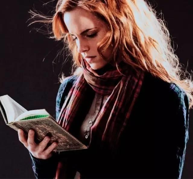 女神赫敏在地铁里丢了本书,结果整个伦敦读疯了